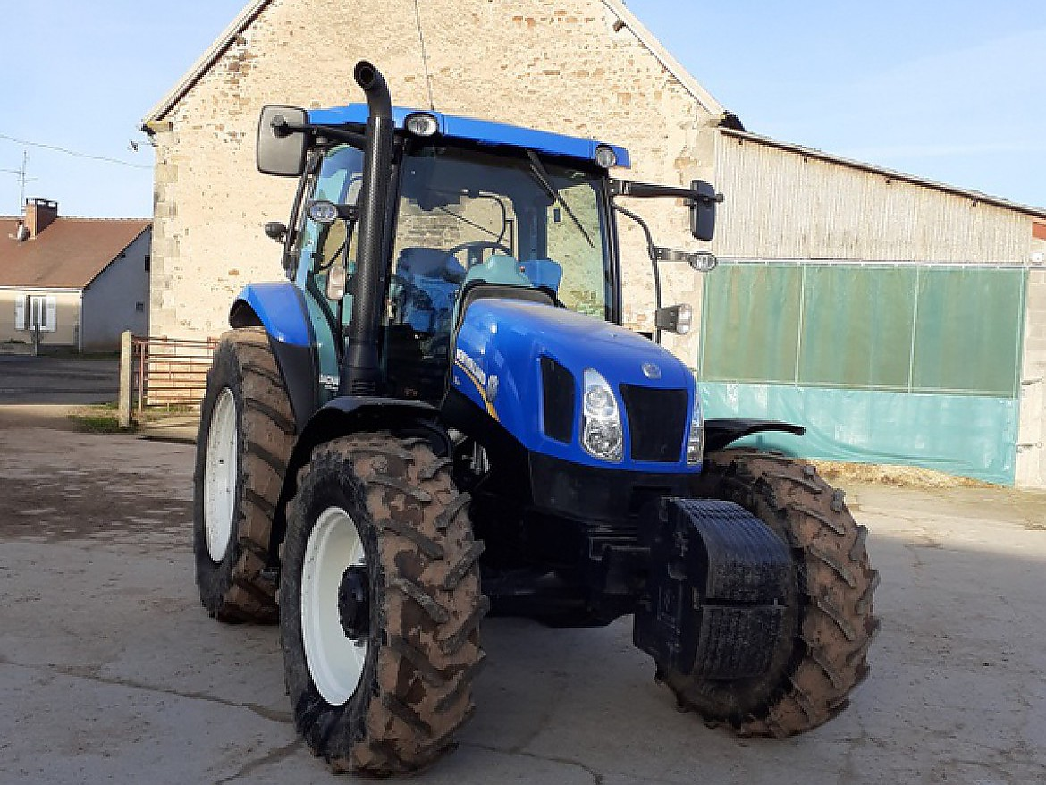 TRACTEUR NEW HOLLAND MODELE T 6-120